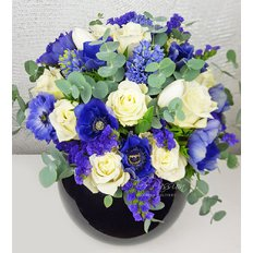 Bouquet with Blu and White Flowers | Sending Flowers Milan